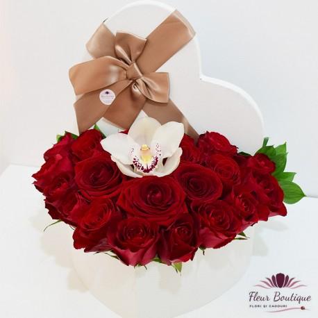Cutie cu flori 17 trandafiri rosii