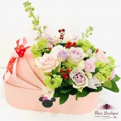 Landou bebelus cu flori