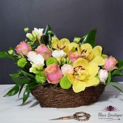 Cos trandafiri, orhidee si frezii
