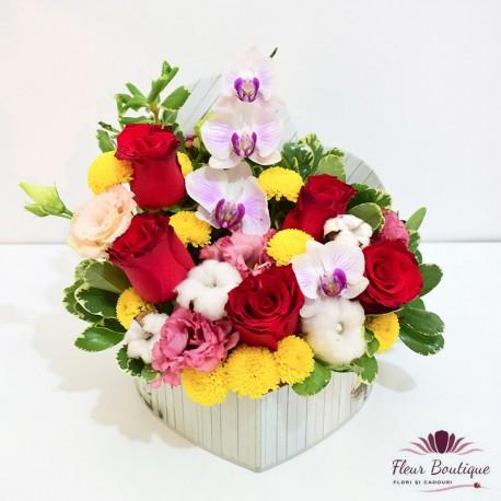 Cutie flori cu bumbac, trandafiri si orhidee