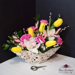Cos flori cu lalele si orhidee