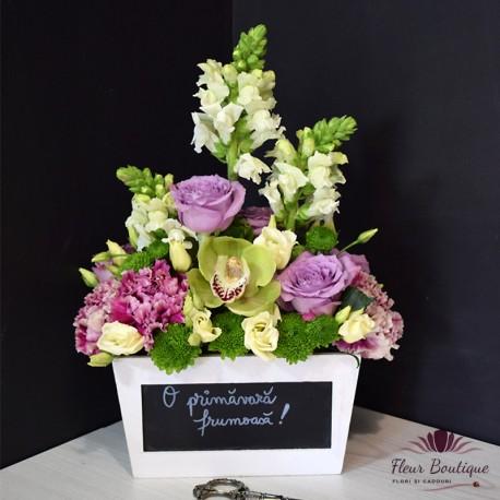 Aranjament floral trandafiri