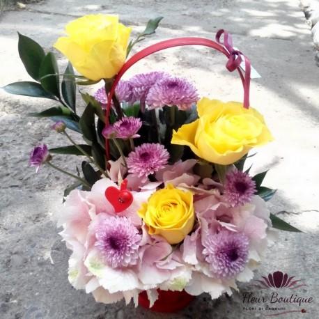 Cos flori cu hortensie,trandafri si crizanteme CF029