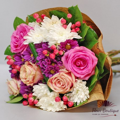 Buchet trandafiri, crizanteme si hypericum BF081