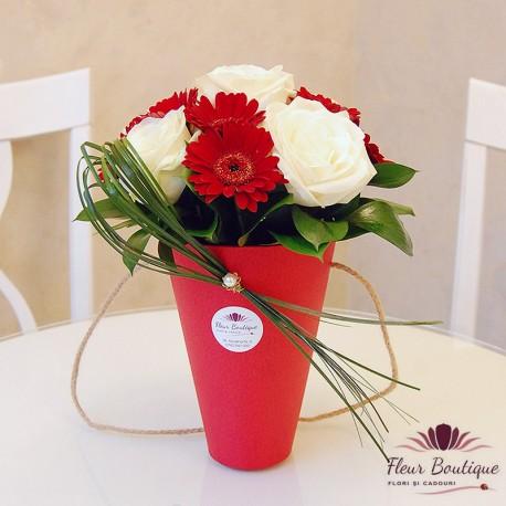 Aranjament floral trandafiri si germini AF029
