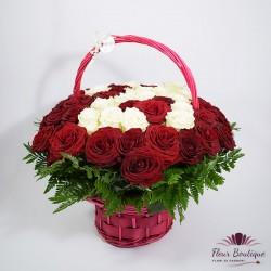 Cos floral 51 trandafiri rosii si albi