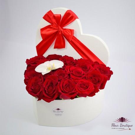 Cutie inima cu 19 trandafiri rosii