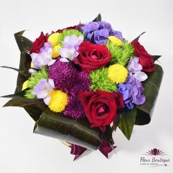 Cutie cu flori cu trandafiri, crizanteme si hortensie